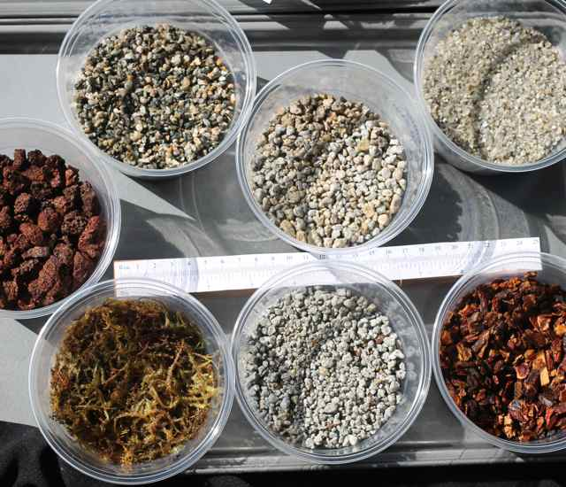 Various Plant Growing Media Components http://growbox.blog.rs/blog/growbox/hydroponics/2013/04/20/vermiculite